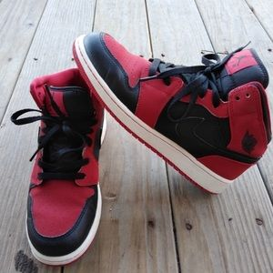 Jordan Retro 1 Mids in Great Shape